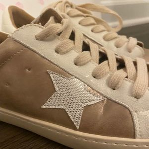 Silver/Gold lace up Star ⭐️ sneakers- 8